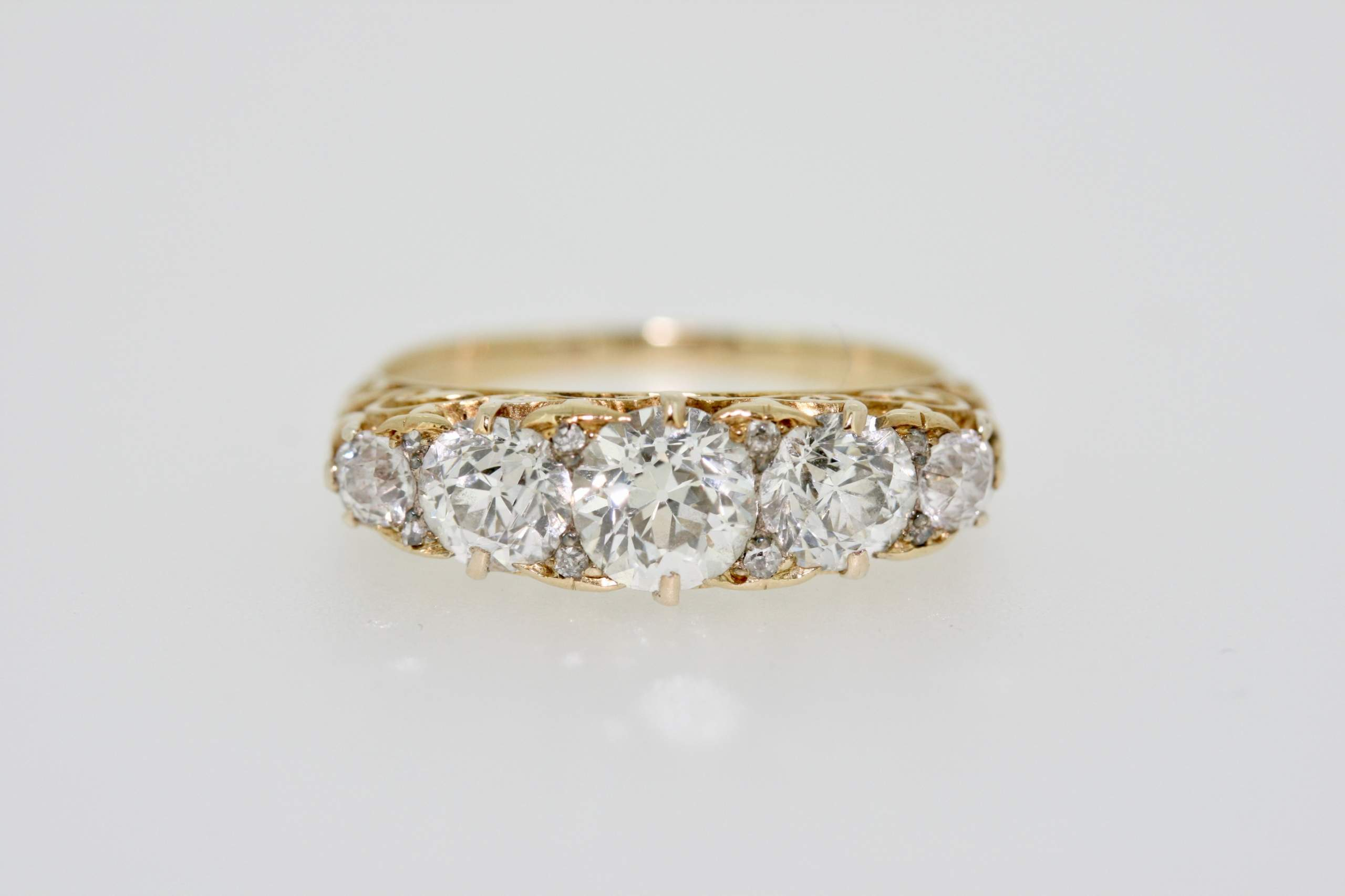 A Magnificent Victorian Diamond Five Stone Ring, C. 2.76cts