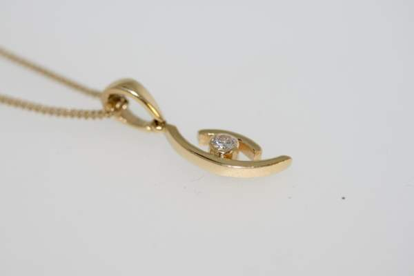 A Pre-owned Modern Diamond Pendant