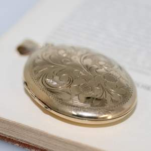 9ct Gold Engraved Locket, Birmingham 1967